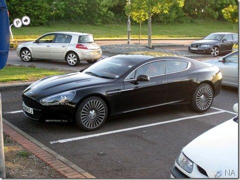 Aston Martin Rapide aparece sem disfarces