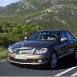 """Mercedes Classe C entrará na moda de """"Downsing"""" com motor de  três cilindros"""