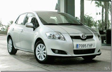 Toyota Auris terá versão híbrida até o outono
