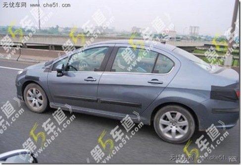 Peugeot 308 sedã é flagrado pela primeira vez, na China