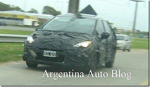 Peugeot 308 sedan é flagrado na Argentina