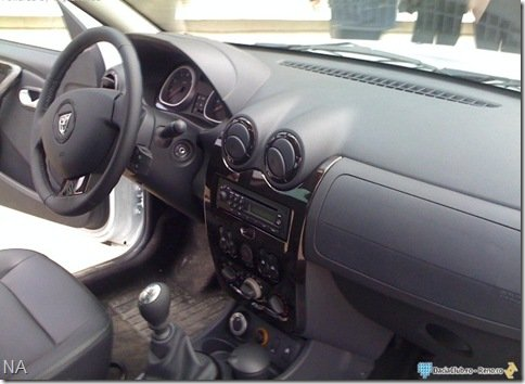 Flagra revela o interior do Dacia Duster