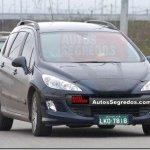 Peugeot 308 SW e hatch são flagrados no Brasil