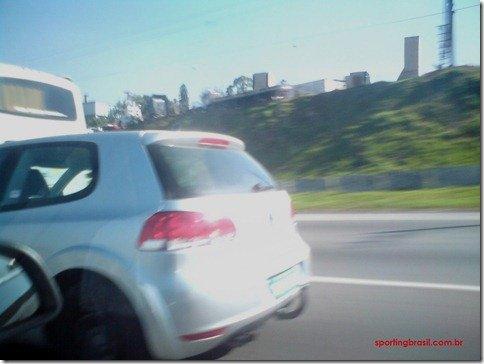 Volkswagen Golf VII é flagrado em testes no Brasil