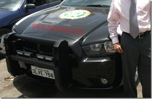 Novo Charger 2011 é flagrado caracterizado pela polícia carioca em Porto Rico