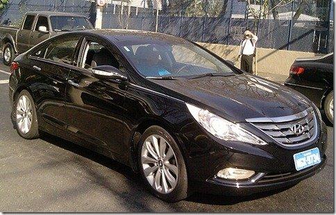 Site flagra Hyundai Sonata rodando em São Paulo