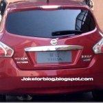 Flagra revela a traseira do novo Nissan Tiida 2012