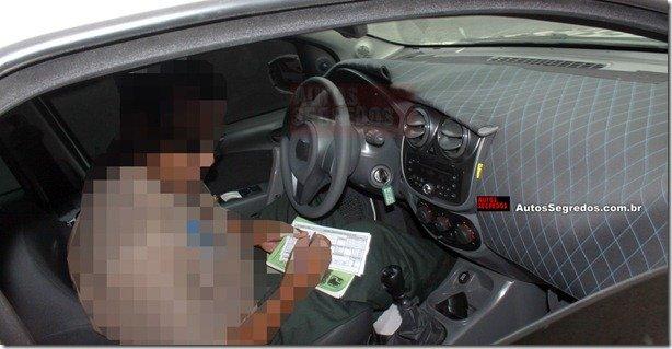 Flagra revela o painel do novo Fiat Palio