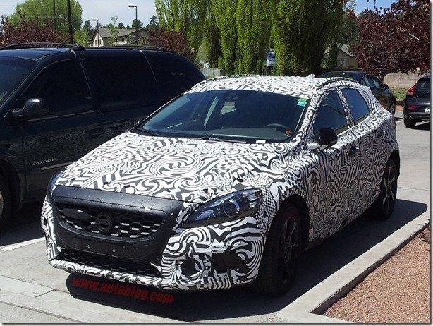 Volvo XC40 é flagrado em testes no Arizona