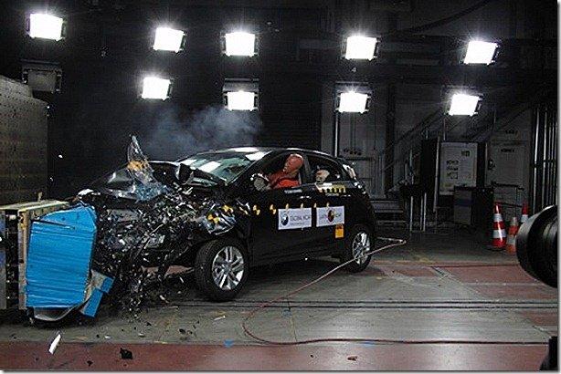 Ford EcoSport e Hyundai HB20 passam por testes de colisão