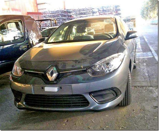 Novo Renault Fluence aparece sem camuflagem