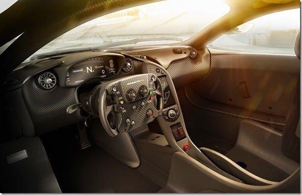 McLaren P1 GTR tem volante de Fórmula 1