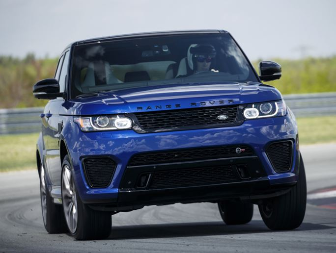 Segundo SUV mais rápido do mundo, Range Rover Sport SVR chega por R$ 595 mil