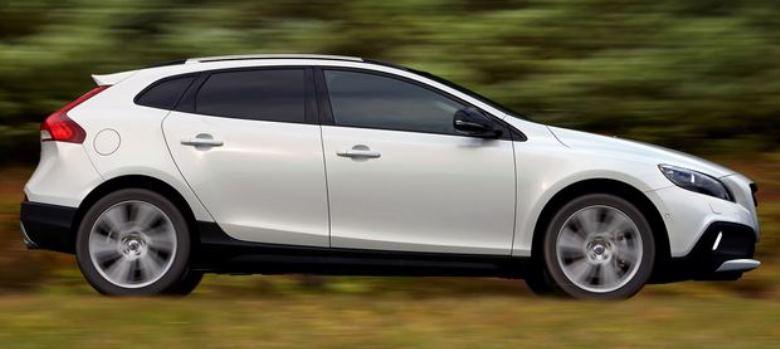 Volvo V40 Cross Country ganha motor Drive-E e parte de R$ 145.990