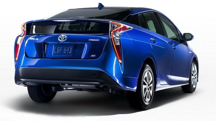 NA-2016-Toyota-Prius-12