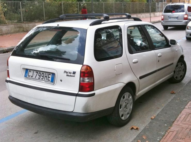 2003_Fiat_Palio_Weekend_1.9_JTD_HL_rear