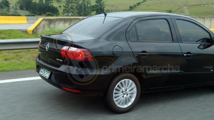 Volkswagen GOL E VOYAGE 2017 (6)