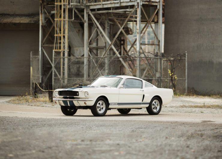 Mustang de primeira geração, como deve ser - e como gostamos!