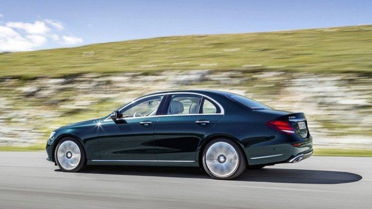 2017-Mercedes-E-Class-4