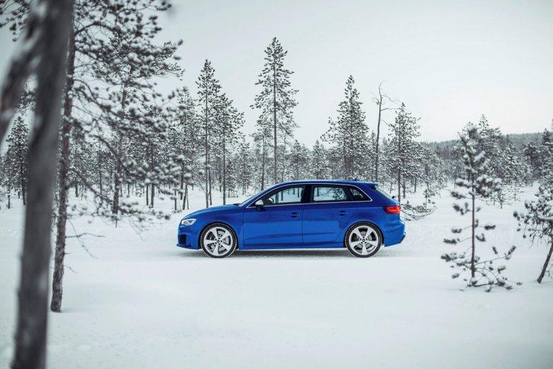 Standaufnahme     Farbe: Sepangblau    Verbrauchsangaben Audi RS 3 Sportback 2.5 TFSI quattro:Kraftstoffverbrauch kombiniert in l/100 km: 8,3 - 8,1;CO2-Emission kombiniert in g/km: 194 - 189