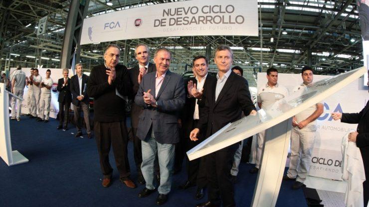 CEO da FCA, Sergio Marchionne; presidente da FCA para América Latina, Stefan Ketter; governador Juan Schiaretti; prefeito de Córdoba, Ramon Mestre; e presidente da Argentina, Mauricio Macri