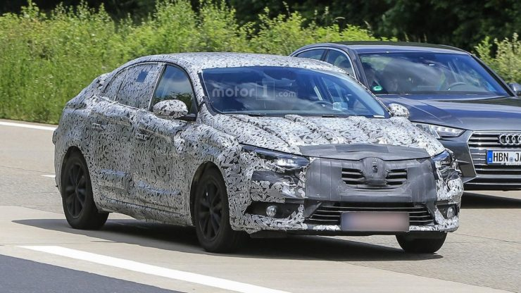 2016-renault-fluence-spy-photo (1)