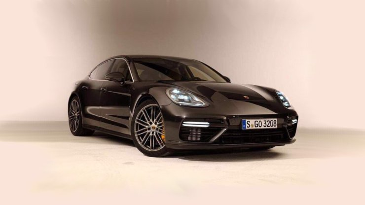 2017-porsche-panamera-leaked-photos