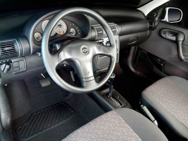 Chevrolet Corsa Sedan com câmbio automático de quatro marchas