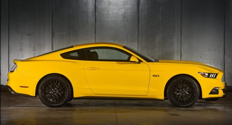 Ford Mustang terá câmbio de 10 marchas após reestilização