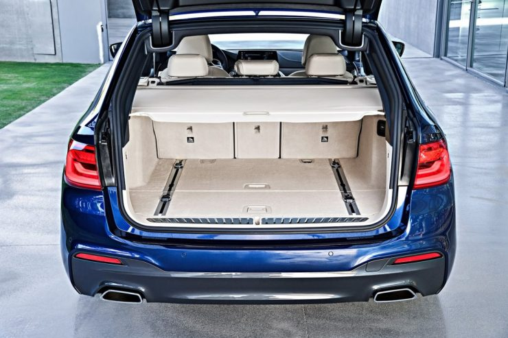 2018-BMW-5-Series-Touring-54