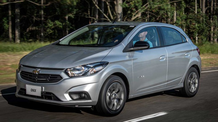 Por R$ 53.990, Chevrolet Onix Advantage tem câmbio automático de série