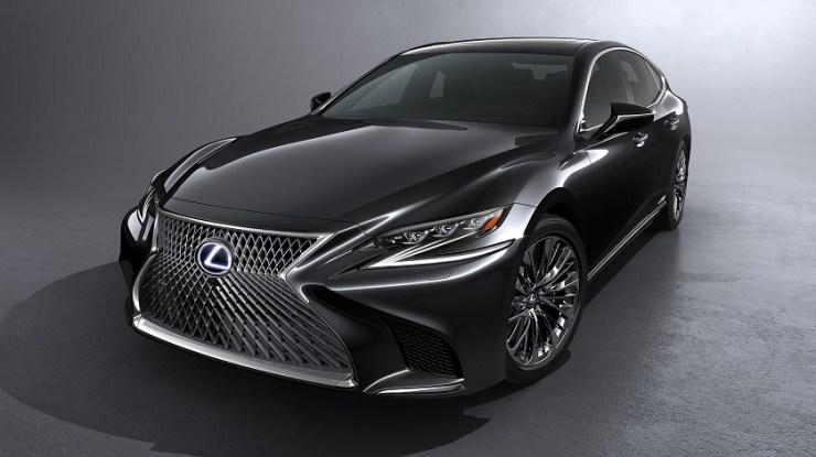 Lexus começa a venda da quinta geração do requintado sedã LS no Brasil pela versão híbrida