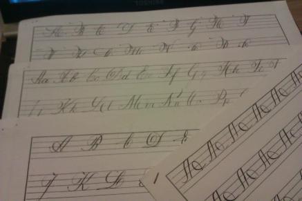 Exercícios grafomotores e aplicação (letra cursiva inglesa)