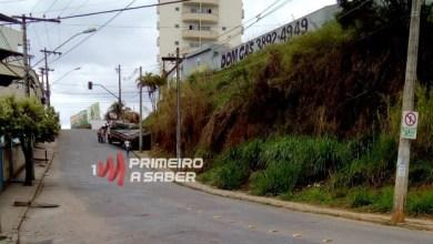 Photo of Caminhão perde o controle e bate de ré em barranco no Santo Antônio