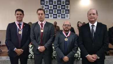 Photo of Delegado regional e inspetor de Viçosa recebem Medalha de Distinção Policial Civil em Juiz de Fora