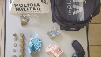 Photo of PM prende autores de roubo, apreende simulacro de arma de fogo e recupera dinheiro roubado em Visconde do Rio Branco