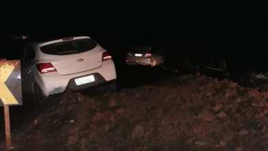 Photo of Três carros caem em cratera no desvio que liga Coimbra a Ervália
