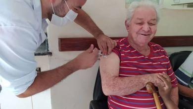 Photo of Primeiro dia de vacinação imuniza cerca de 500 idosos e profissionais de saúde em Viçosa