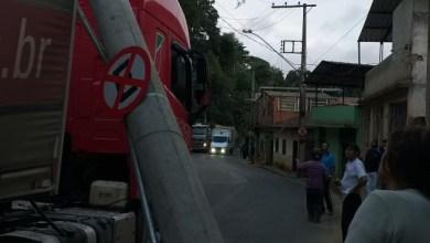 Foto de Trânsito fica impedido na estrada que liga Viçosa a Porto Firme após acidente