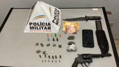 Foto de PM apreende arma e drogas em Visconde do Rio Branco