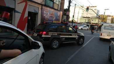 Photo of Polícia Civil aborda carro suspeito e prende três homens com drogas no Centro de Viçosa