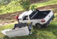 Foto de Carro capota e cai em ribanceira na estrada que liga Viçosa a Porto Firme