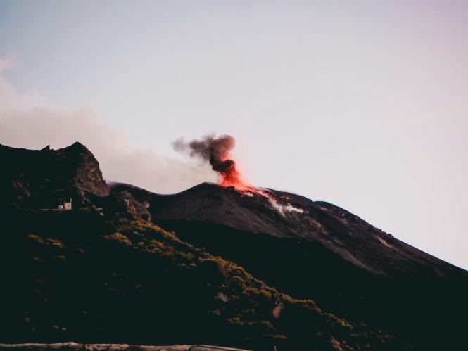 Vulcão Stromboli, na Sicília: dicas de viagem e o que fazer na ilha