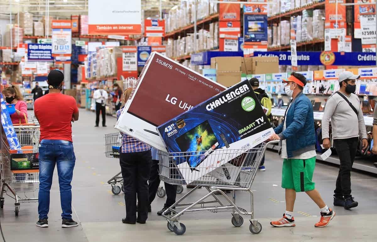 compradores-durante-el-dia-sin-iva-en-colombia-en-medio-de-la-pandemia-de-covid-19