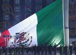 Bandera a media asta por el sismo del 85