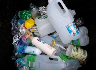Europa dice adiós a 10 productos de plástico