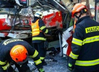 Choque de tranvía deja 40 heridos en República Checa