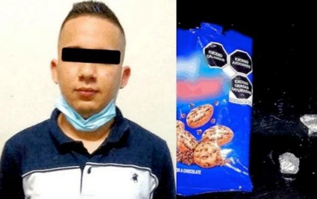 Capturan a hombre que ocultaba 'cristal' en una bolsa de galletas
