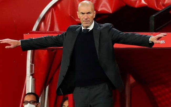Zidane dejó en el aire su futuro