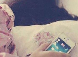 Los riesgos de dormir cerca de tu celular
